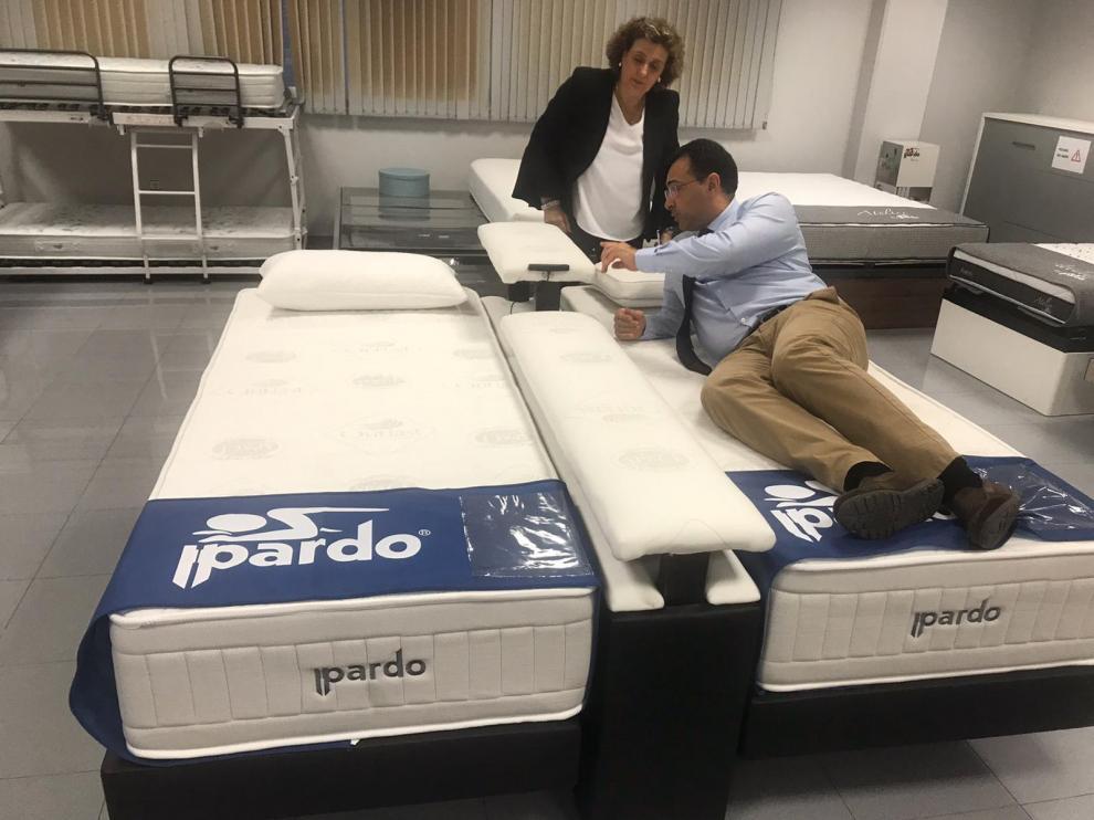 Una imagen de la presentación de la cama en la Feria del Mueble de Zaragoza.