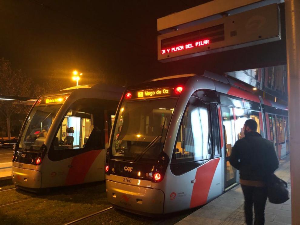 Los tranvías en la parada de, afectada por el corte.