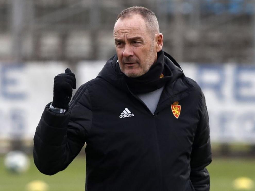 Víctor Fernández, en la tarde de este viernes, en el último entrenamiento del Real Zaragoza antes de recibir al Numancia en La Romareda.