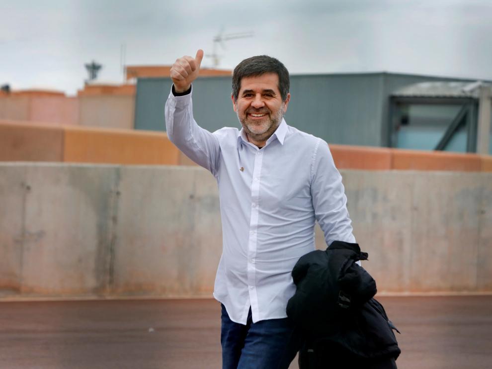 El expresidente de la ANC Jordi Sànchez, a su salida este sábado de la cárcel de Lledoners para disfrutar de su primer permiso de 48 horas