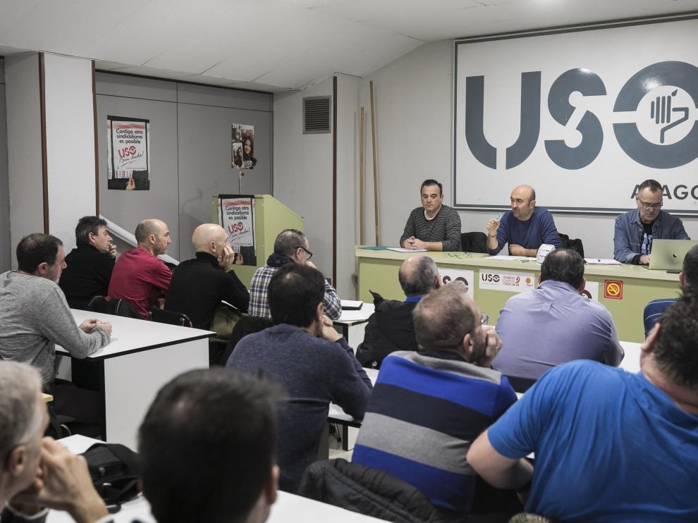 Asamblea de los trabajadores de Schindler convocada por USO.