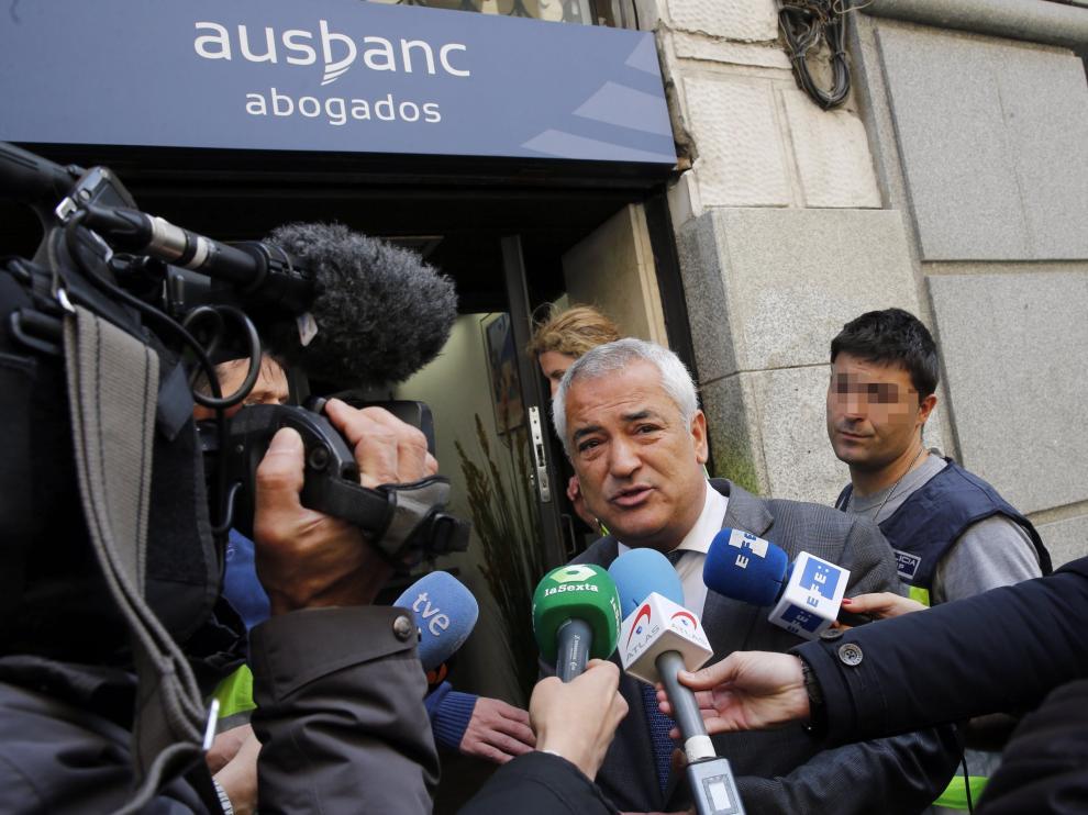 Luis Pineda, presidente de Ausbanc, tras un registro en la sede de la asociación en 2016.