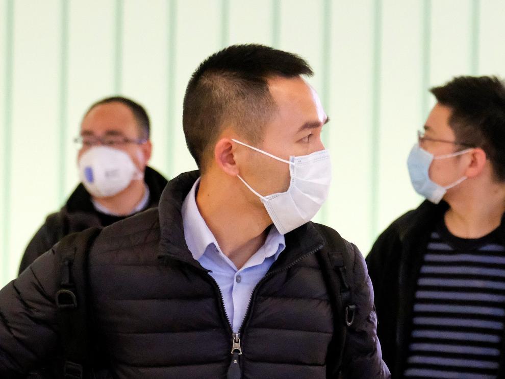 Pasajeros en un aeropuerto chino, que ha extremado las medidas sanitarias.