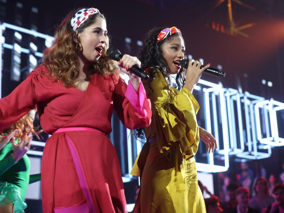 Anaju y Nía, cantando 'Guantanamera'.