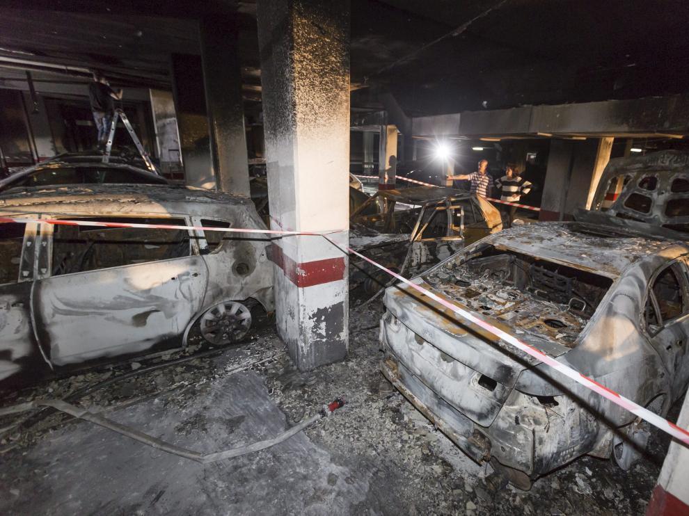 C/ Diputados Incendio garajes / 17-06-2016 / FOTO: GUILLERMO MESTRE [[[HA ARCHIVO]]]