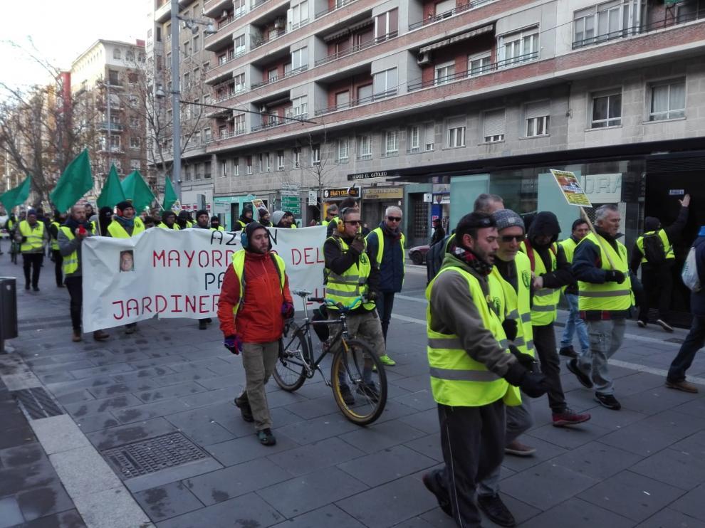La manifestación de FCC ha salido de Vía Hispanidad. En la imagen, bajando por Fernando el Católico, en dirección a la plaza del Pilar.