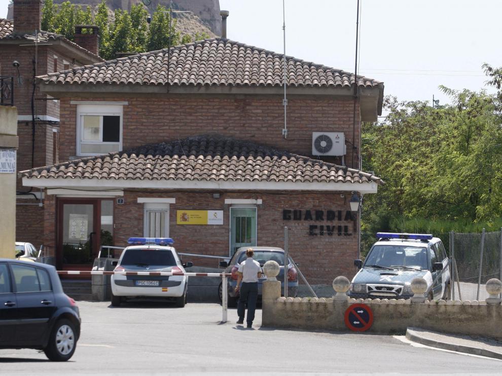 Cuartel de la Guardia Civil de Monzón, donde se recibió el aviso de la familia.