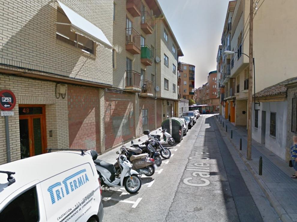 El contenedor ha ardido en la calle de Orense de Zaragoza, a la altura del número 49