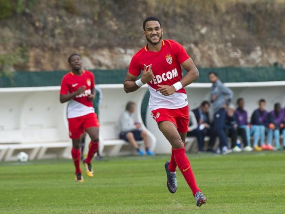 Jordi Mboula celebra un gol con los colores del Mónaco.