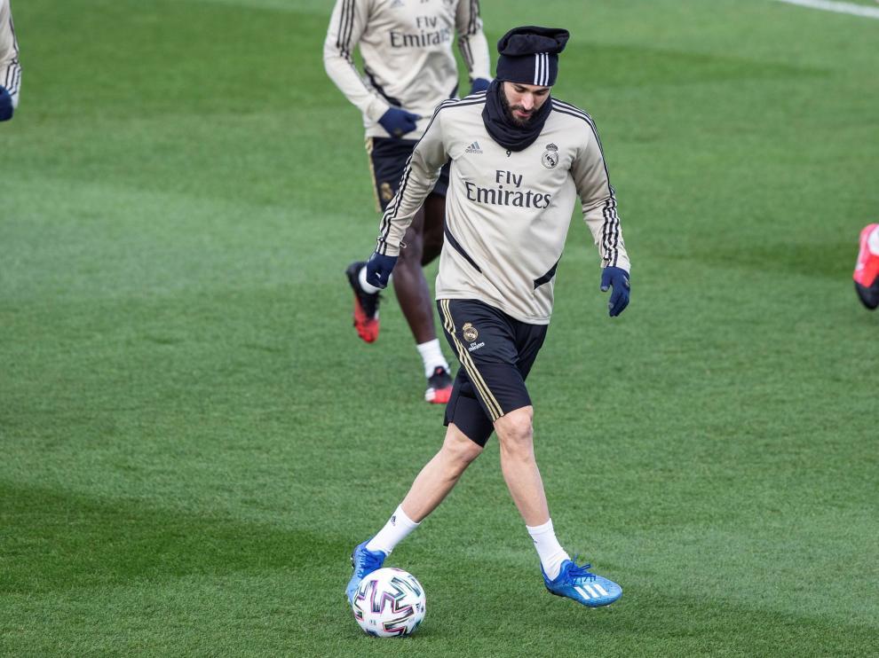 Benzema, durante el entrenamiento de este martes en Valdebebas.