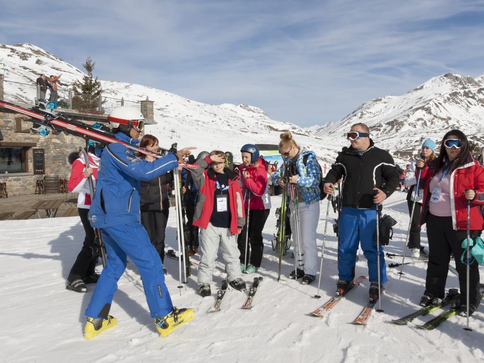 Turistas rusos esquiando en Formigal /Foto Rafael Gobantes / 25-1-16 [[[HA ARCHIVO]]]
