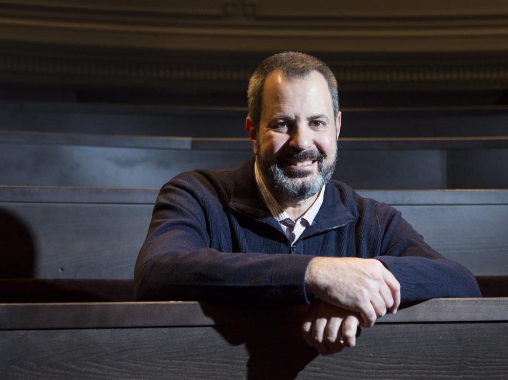 José Miguel Viñas, meteorólogo y divulgador, en el aula magna del Paraninfo de la Universidad de Zaragoza