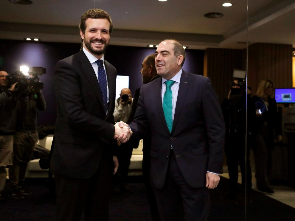 Pablo Casado (izquierda), este miércoles, junto al presidente de la Federación de Asociaciones de Trabajadores Autónomos, Lorenzo Amor