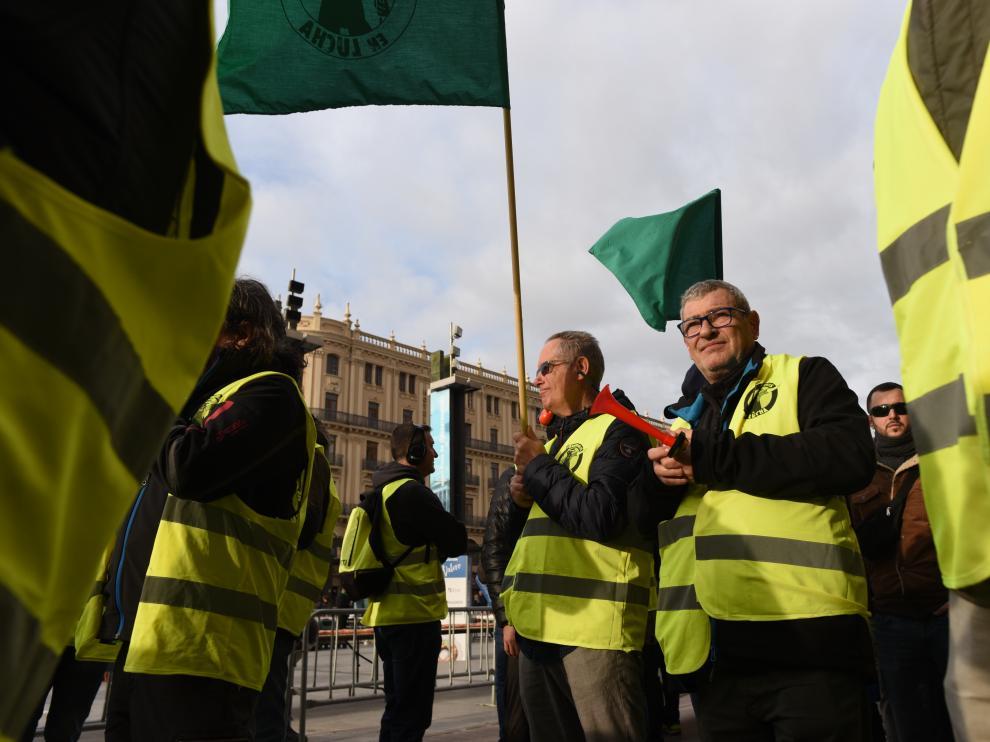 Protesta de los jardineros en un San Valero de fiesta y huelga