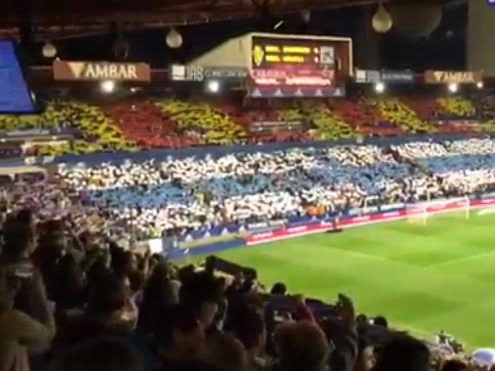 Recibimiento de La Romareda a los dos equipos.