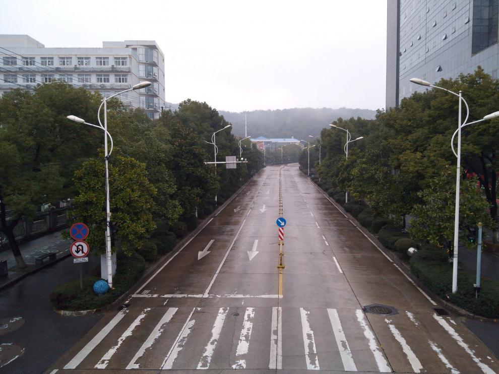 Una calle vacía de la ciudad china de Wuhan, epicentro del coronavirus.