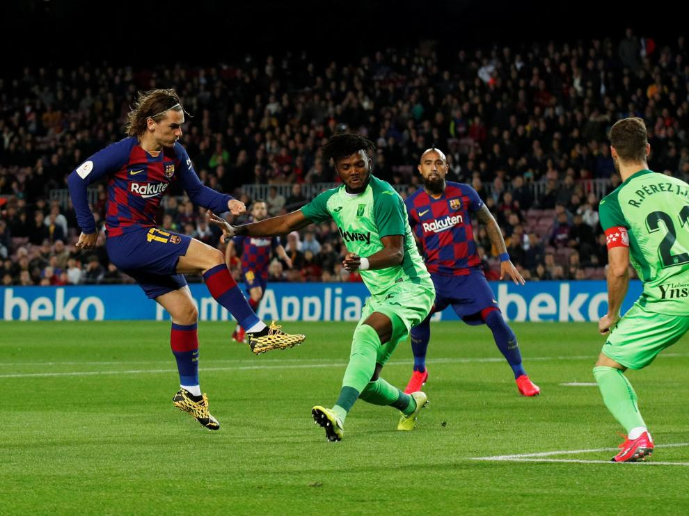 Soccer Football - Copa del Rey - Round of 16 - FC Barcelona v Leganes - Camp Nou, Barcelona, Spain - January 30, 2020 Barcelona's Antoine Griezmann scores their first goal REUTERS/Albert Gea [[[REUTERS VOCENTO]]] SOCCER-SPAIN-FCB-LEG/REPORT