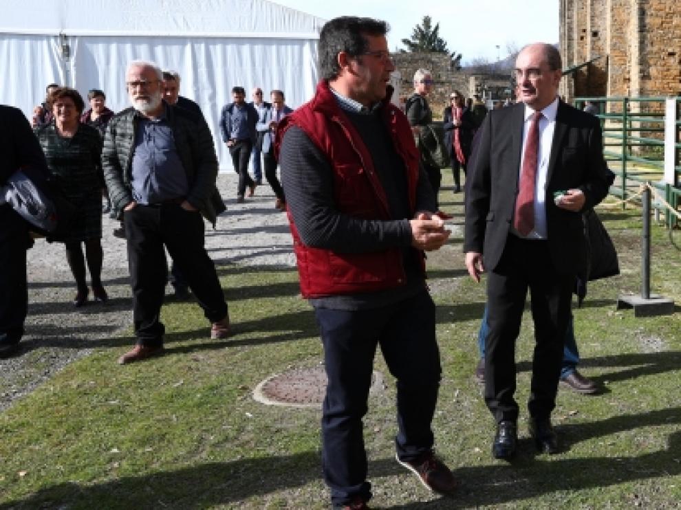 Javier Lambán, este sábado, en Aínsa, municipio que eligió para hacer el anuncia de la Mesa de Diálogo para revisar el Pacto del Agua