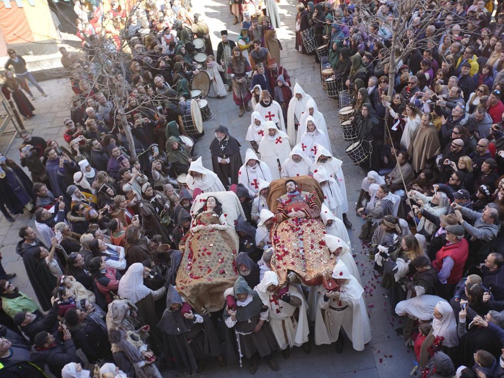 Escena final de la representacion de la leyenda de los amantes deTeruel en la fiesta de las bodas de Isabel de Segura. Foto AntonioGarcia/bykofoto 17/02/19 [[[FOTOGRAFOS]]] [[[HA ARCHIVO]]]
