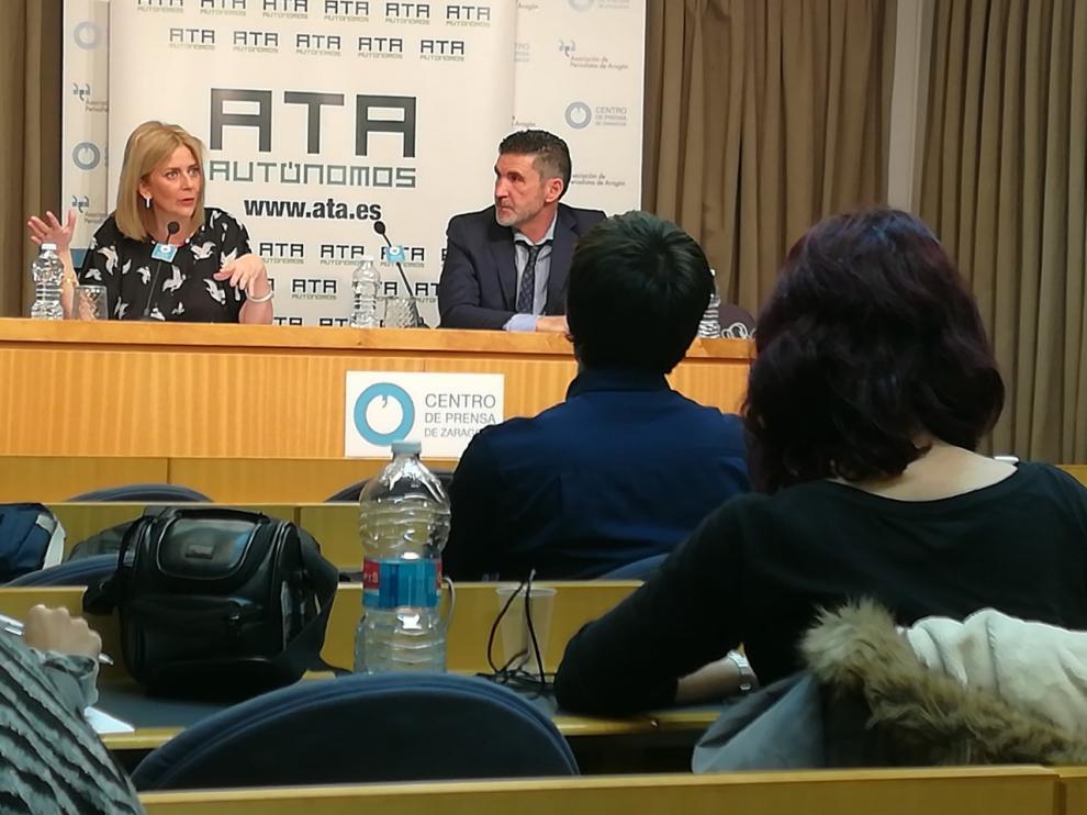 Mayte Mazuelas, responsable de ATA en Aragón, junto a José Luis Perea, secretario general de esta organización de autónomos