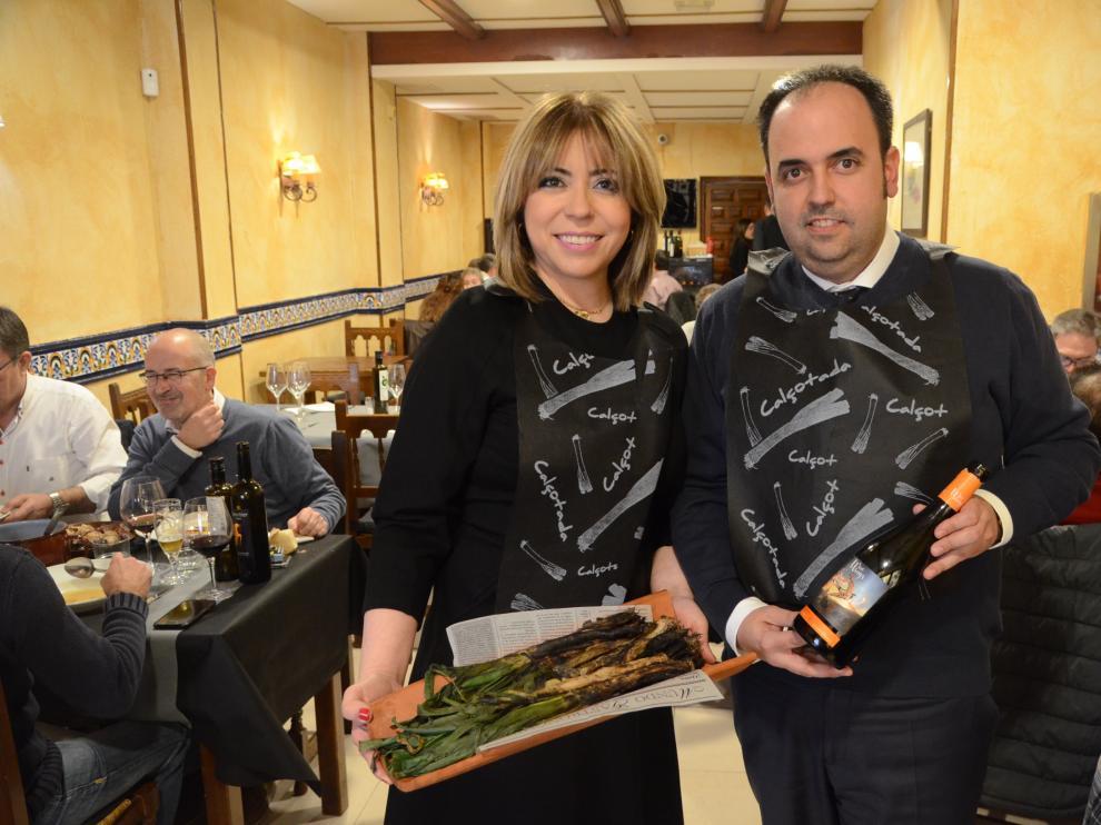 Ana Abadías y Luis Marín Pardos, en el restaurante El Candelas, en Zaragoza.
