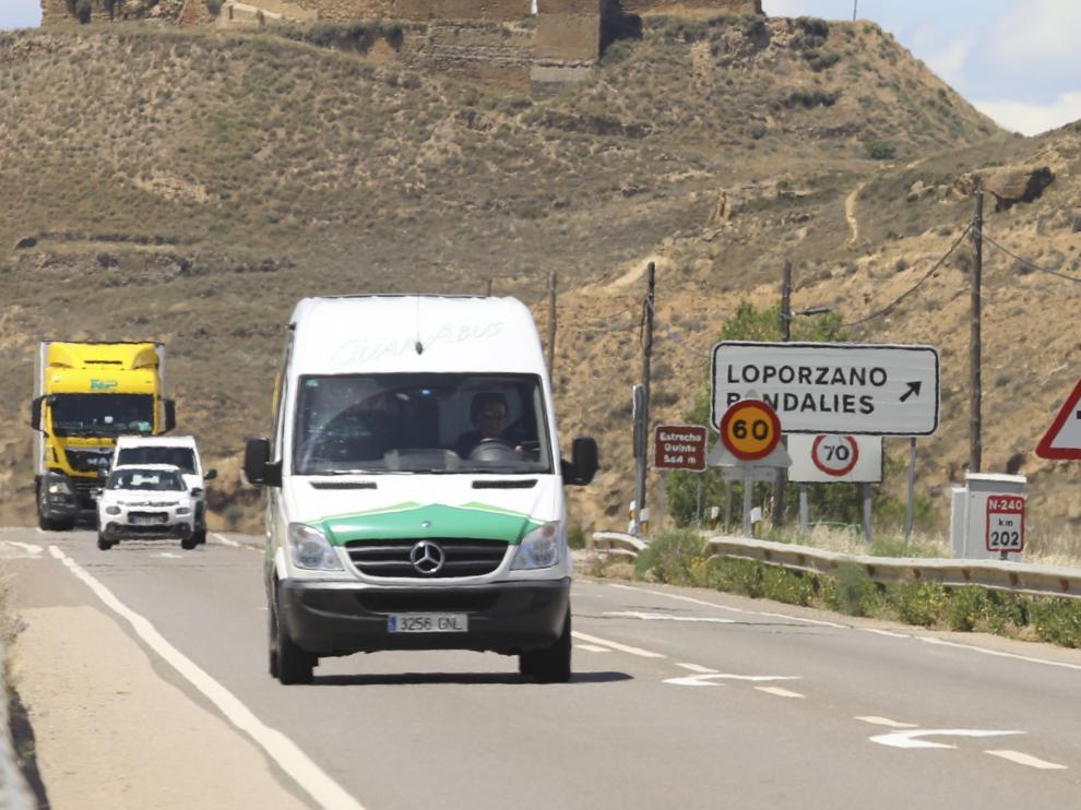 El radar de Estrecho Quinto, con la señalización por las obras del tramo de autovía Huesca-Siétamo.
