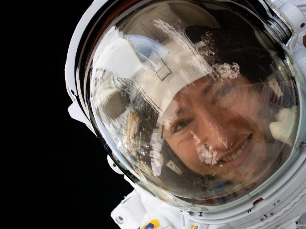 Space (-), 15/01/2020.- A handout photo made available by the National Aeronautics and Space Administration (NASA) shows US astronaut Christina Koch during a spacewalk on 15 January 2020. NASA astronaut Christina Koch is set to return to Earth on 06 February 2020 after 328 days living and working aboard the International Space Station (ISS). Her mission is the longest single spaceflight by any woman, which is helping scientists gather data for future missions to the Moon and Mars. EFE/EPA/NASA HANDOUT HANDOUT EDITORIAL USE ONLY/NO SALES Astronaut Christina Koch's record-setting mission