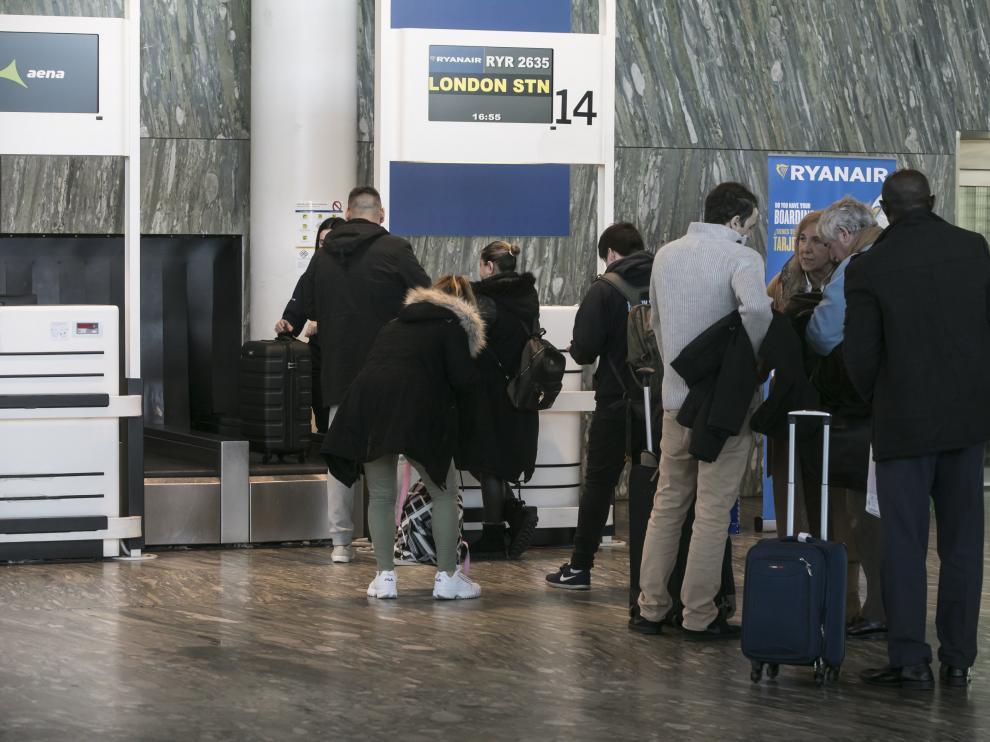 Mostrador de facturación de Ryanair en el aeropuerto de Zaragoza.