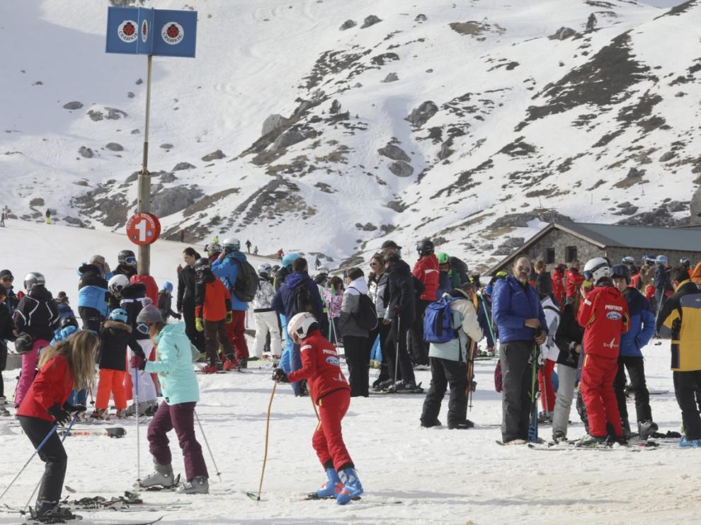 En Candanchú, han disfrutado de otro gran fin de semana para la práctica del deporte blanco.