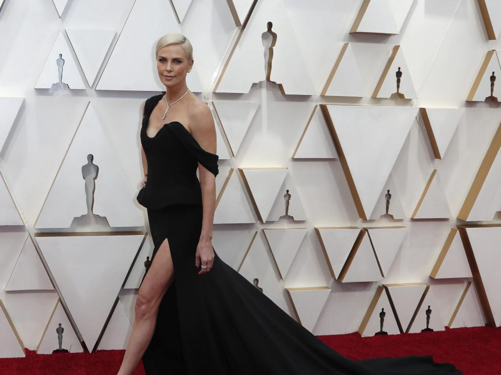 Charlize Theron in Dior and Tiffany & Co. jewelry poses on the red carpet during the Oscars arrivals at the 92nd Academy Awards in Hollywood, Los Angeles, California, U.S., February 9, 2020. REUTERS/Eric Gaillard [[[REUTERS VOCENTO]]] AWARDS-OSCARS/