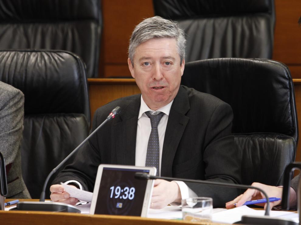El presidente de la Cámara de Cuentas, Alfonso Peña, ayer en la ponencia de las Cortes
