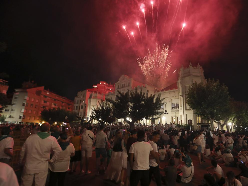 Fuegos artificiales en la plaza de Navarra el último día de las fiestas de San Lorenzo