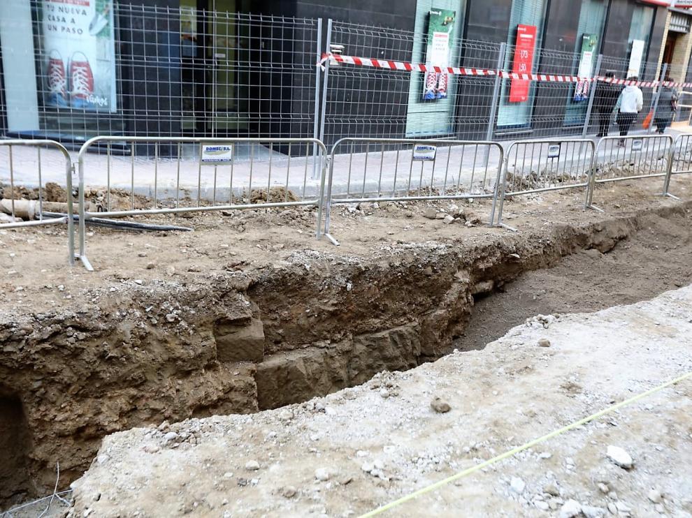 Restos de la cimentación de época romana en el Coso que ya han quedado cubiertos.