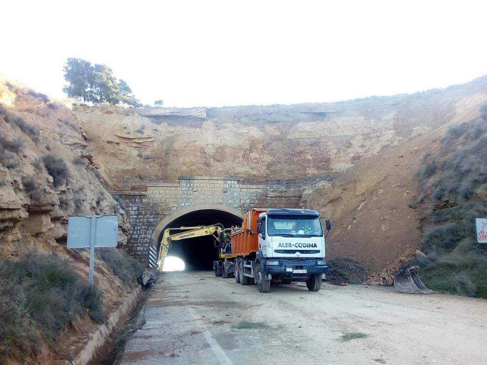 Trabajos en la ladera situada junto al túnel de la N-II a la salida de Fraga.