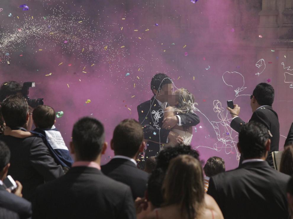 Una pareja de recién casados en Huesca.