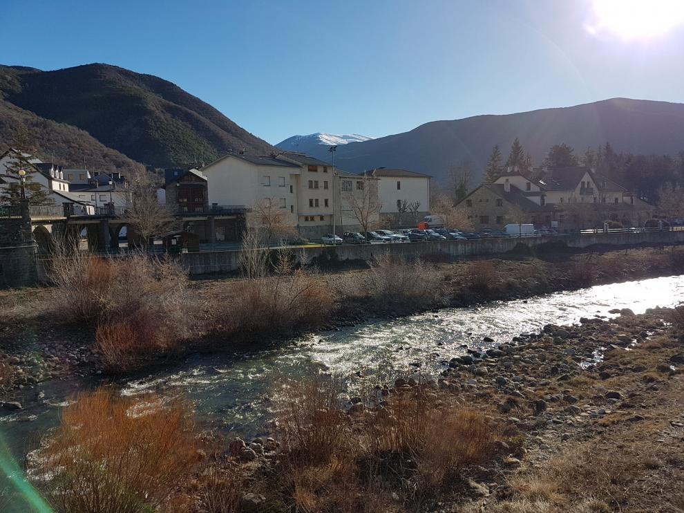 Vista de la localidad de Biescas.