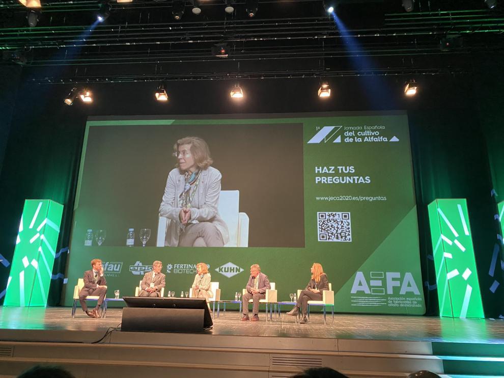 Ponentes en la primera Jornada del Cultivo de Alfalfa que se ha celebrado este martes en el Palacio de Congresos de la Expo de Zaragoza.