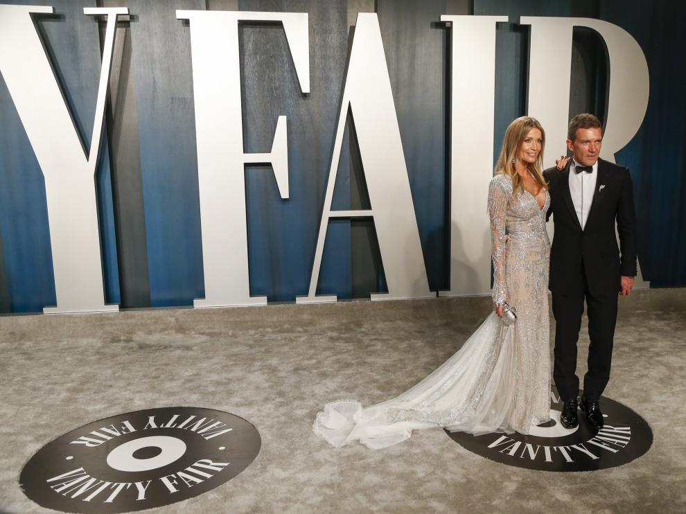 Antonio Banderas y su pareja, en la fiesta de Vanity Fair después de los premios Óscar 2020.