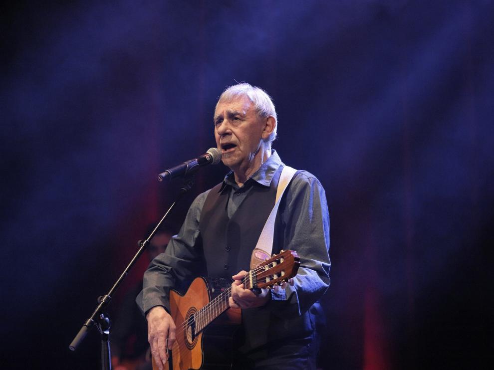 Joaquín Carbonell durante el concierto del 2 de diciembre de 2019 en el Teatro Principal de Zaragoza.