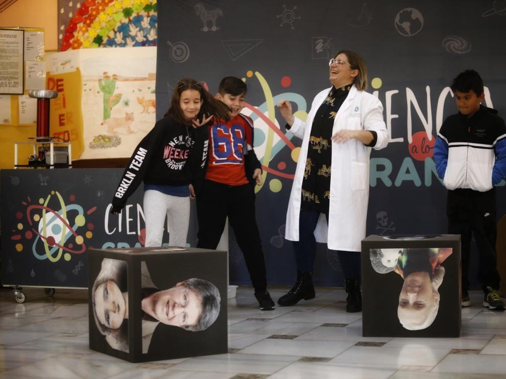Los alumnos del Joaquín Costa descubren la ciencia con múltiples actividades.