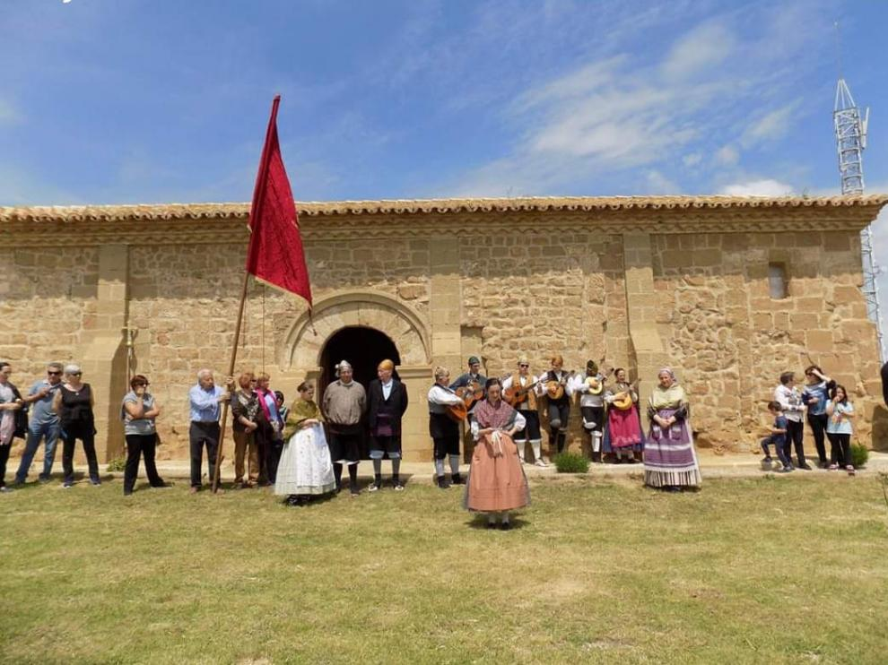 Los vecinos de Alberuela de Tubo van de romería a la ermita del Castillo cada primer domingo de mayo.