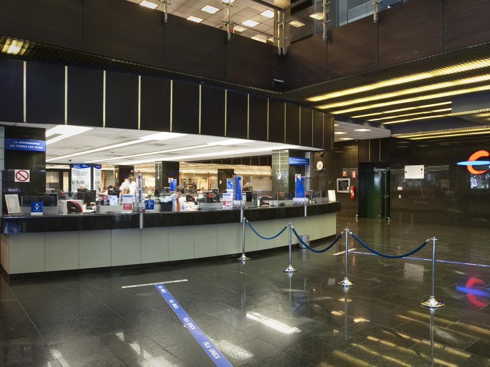 PATIO DE OPERACIONES DE LA OFICINA PRINCIPAL DE IBERCAJA ( ZARAGOZA ) / 30/05/2012 / FOTO : OLIVER DUCH [[[HA ARCHIVO]]]