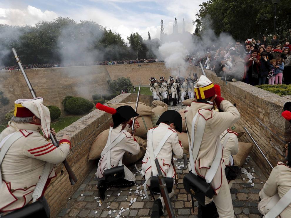 La anterior recreación de los Sitios de Zaragoza terminó en el palacio de la Aljafería y ante miles de personas