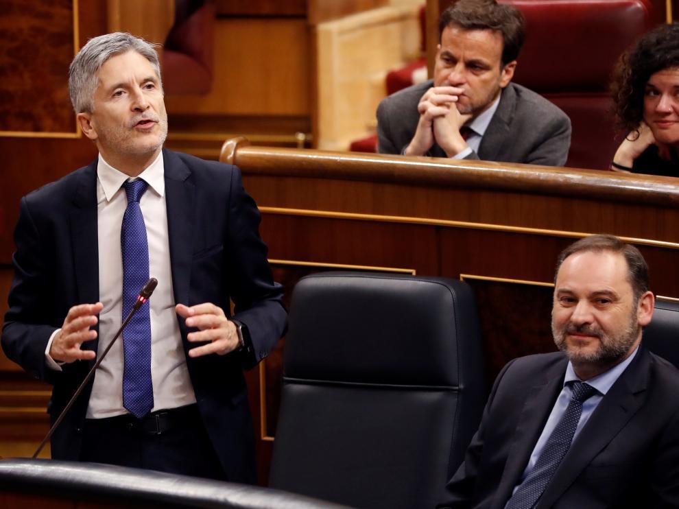 El ministro del Interior Fernando Grande-Marlaska junto al ministro de Fomente José Luis Ábalos, este miércoles en el Congreso