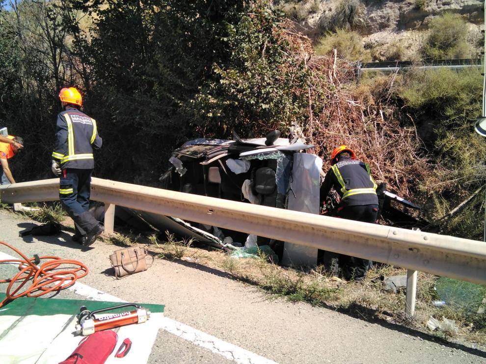 Intervención de los bomberos del Bajo Cinca en un accidente de tráfico.
