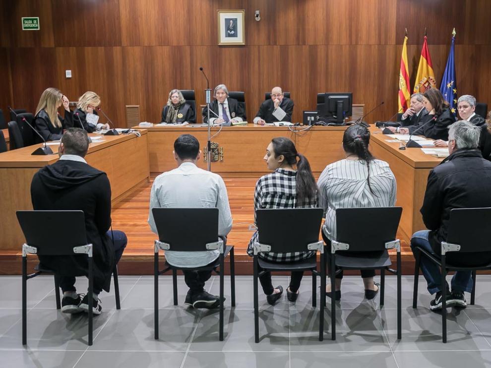 Los acusados, este miércoles en la Audiencia Provincial de Zaragoza.