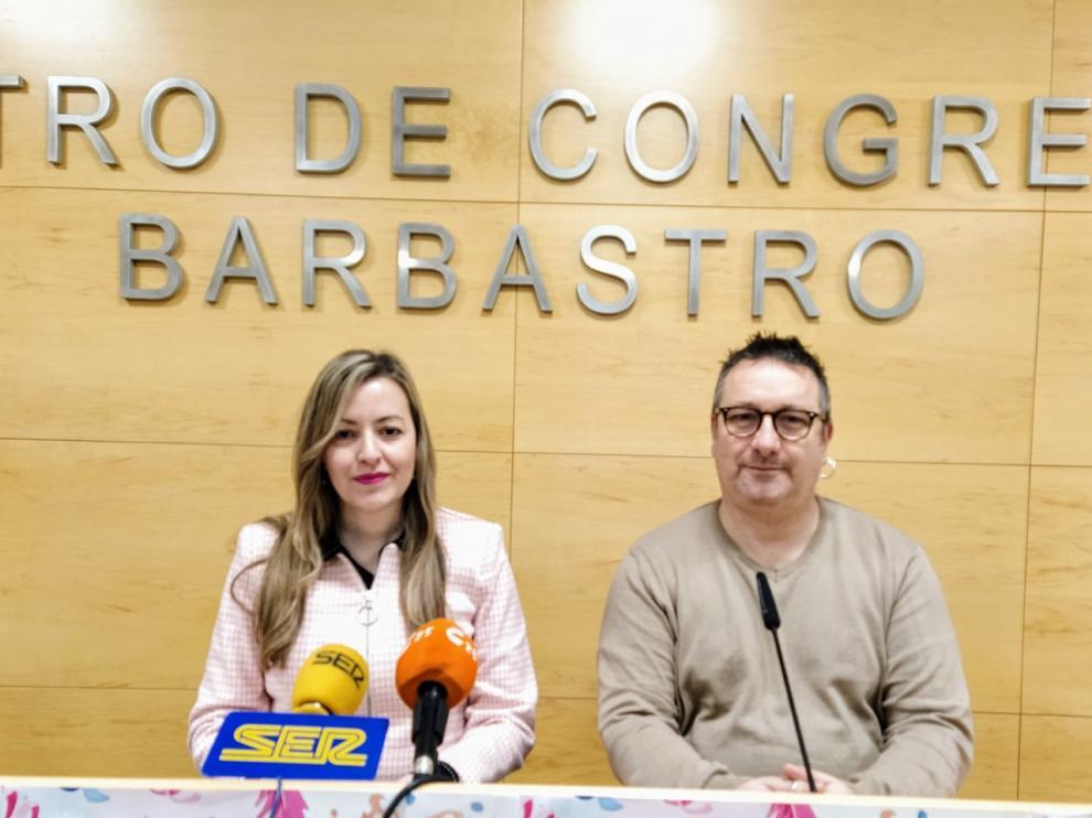 La concejala Pilar Abad y el técnico Javier Guirao