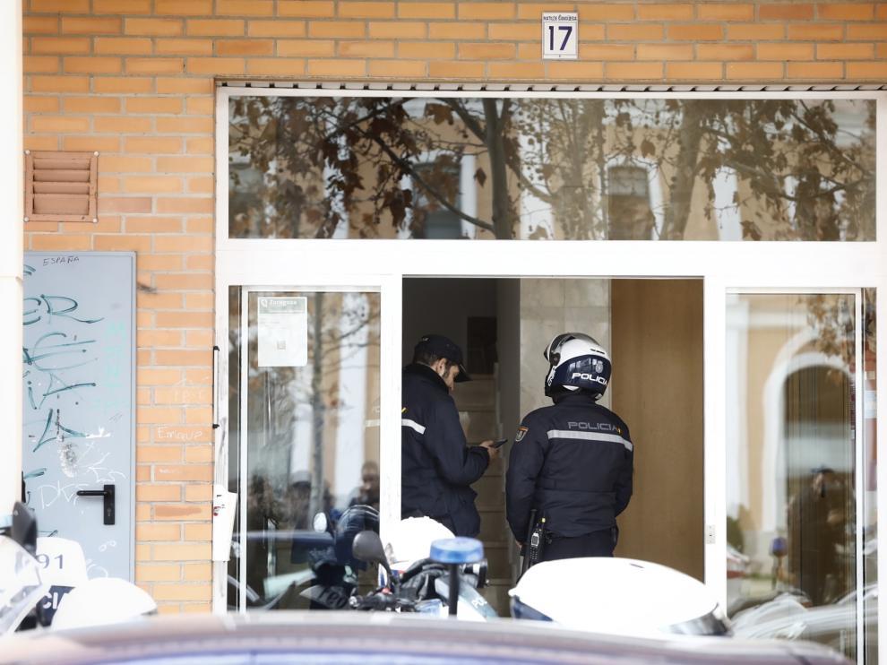 Un hombre acuchilla a una joven a la puerta de su casa en Zaragoza