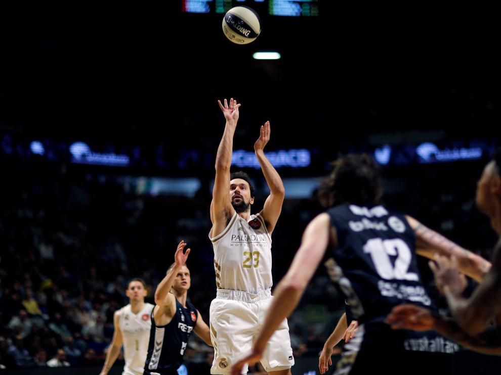 Acción del partido de semifinales de la Copa del Rey entre el Real Madrid y el Bilbao Basket.