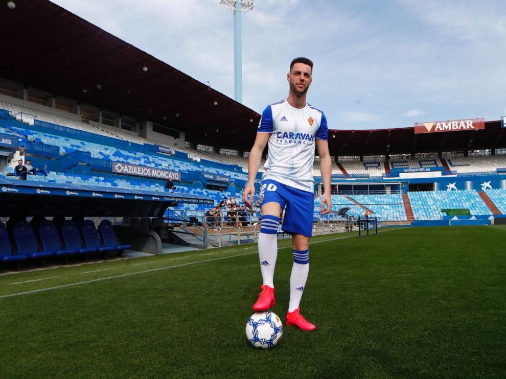 Burgui, con el uniforme del Real Zaragoza, a las 13.30 de este jueves en La Romareda.